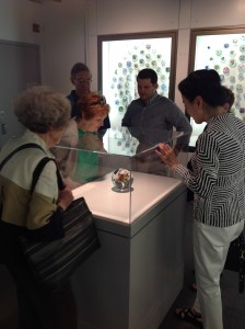 Mitch and the students looking at the Paul Stankard gifted orb displayed in the Rubloff Collection