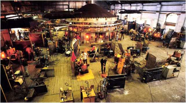 5.10 Inside the Baccarat factory