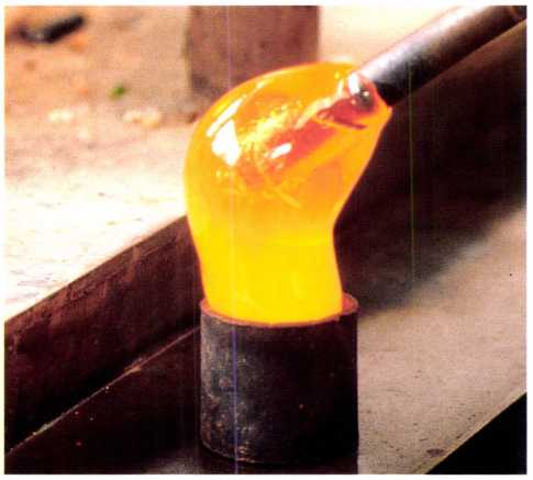 The Art of the Paperweight Lawrence H. Selman Molten glass plunged into mold