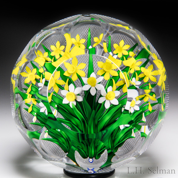Bob Banford daffodil bouquet magnum faceted paperweight.