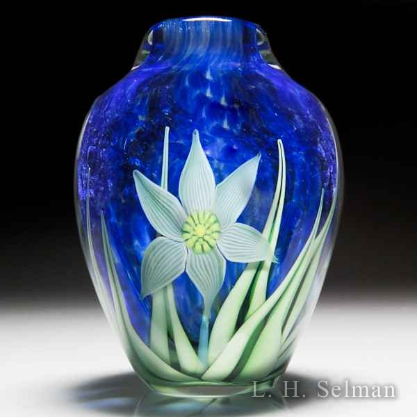 Orient & Flume 1992 'Star of Bethlehem' small vase, by Gregg Held. by  Orient & Flume