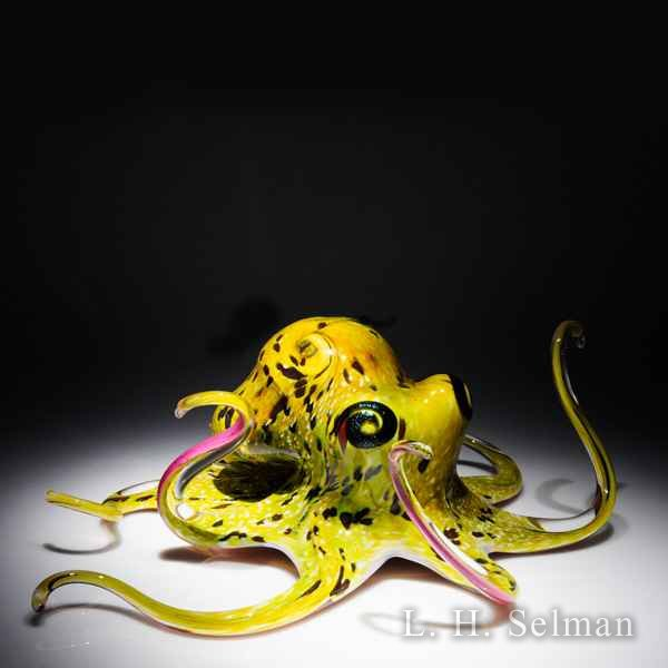 Soul Glass Octopus with speck- led yellow-green body & legs by Michael Hopko