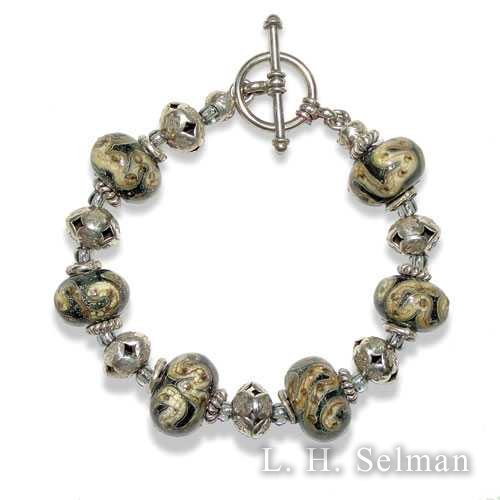 Ann Wasserman ivory and silver-gray glass bead bracelet. by Ann Wasserman