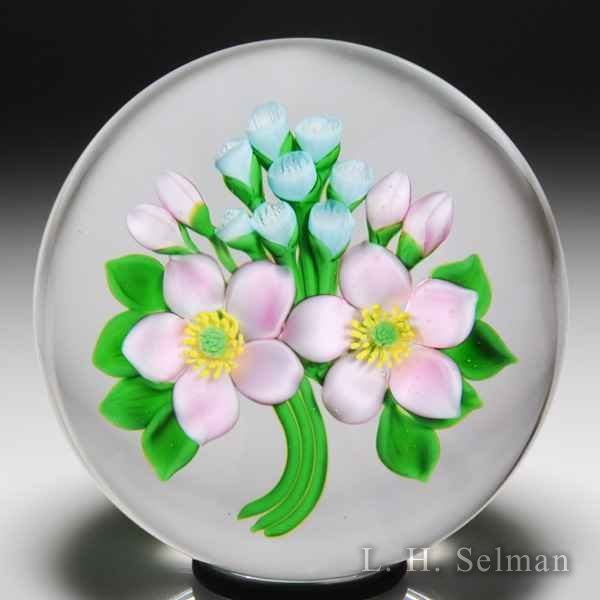 David & Jon Trabucco 1989 pink and blue bouquet glass paperweight. by Victor Trabucco