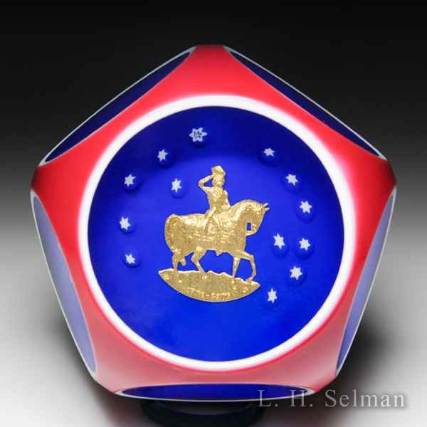 Saint Louis 1976 U.S. Bicentennial commemorative gold George Washington overlay faceted glass paperweight. by  Saint Louis