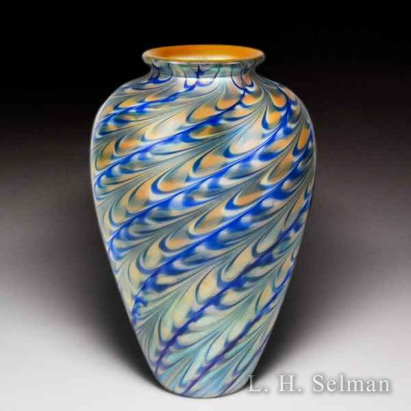 Steven Lundberg Glass Art 1999 iridescent pull-feather surface design vase. by Steve & Ola Lundberg