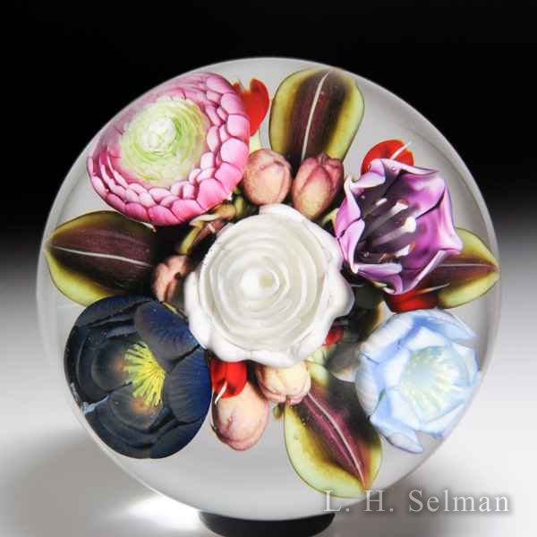 Clinton Smith 2018 flower and berry bouquet glass paperweight. by Clinton Smith