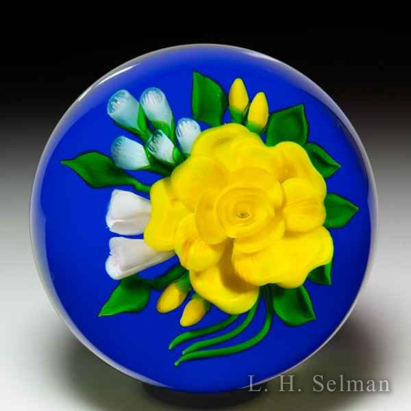 Victor Trabucco 1987 yellow rose bouquet glass paperweight. by Victor Trabucco