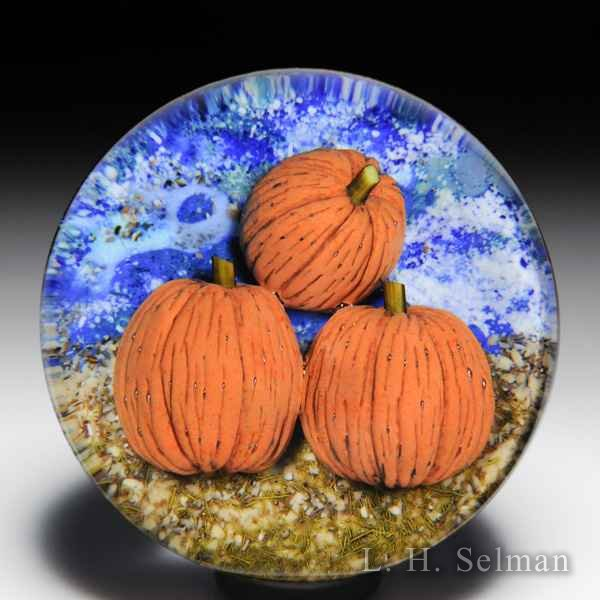 David Graeber 2019 trio of pumpkins glass paperweight. by David Graeber