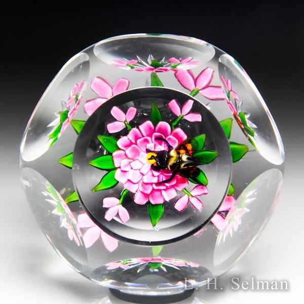 Early Debbie Tarsitano (late 1970s) experimental bee and pink zinnia faceted glass paperweight. by Debbie Tarsitano